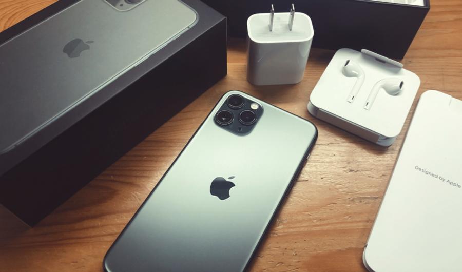iPhone 11 Pro ミッドナイトグリーンと付属品